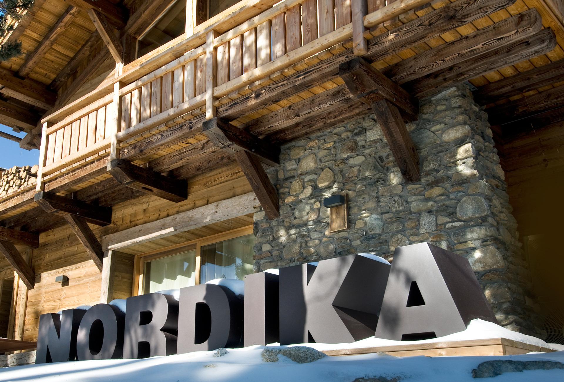 Chalets nordika constructeur bois bolqu re pyr n es 2000 font romeu les angles vente de - Constructeur de chalet en rondin ...