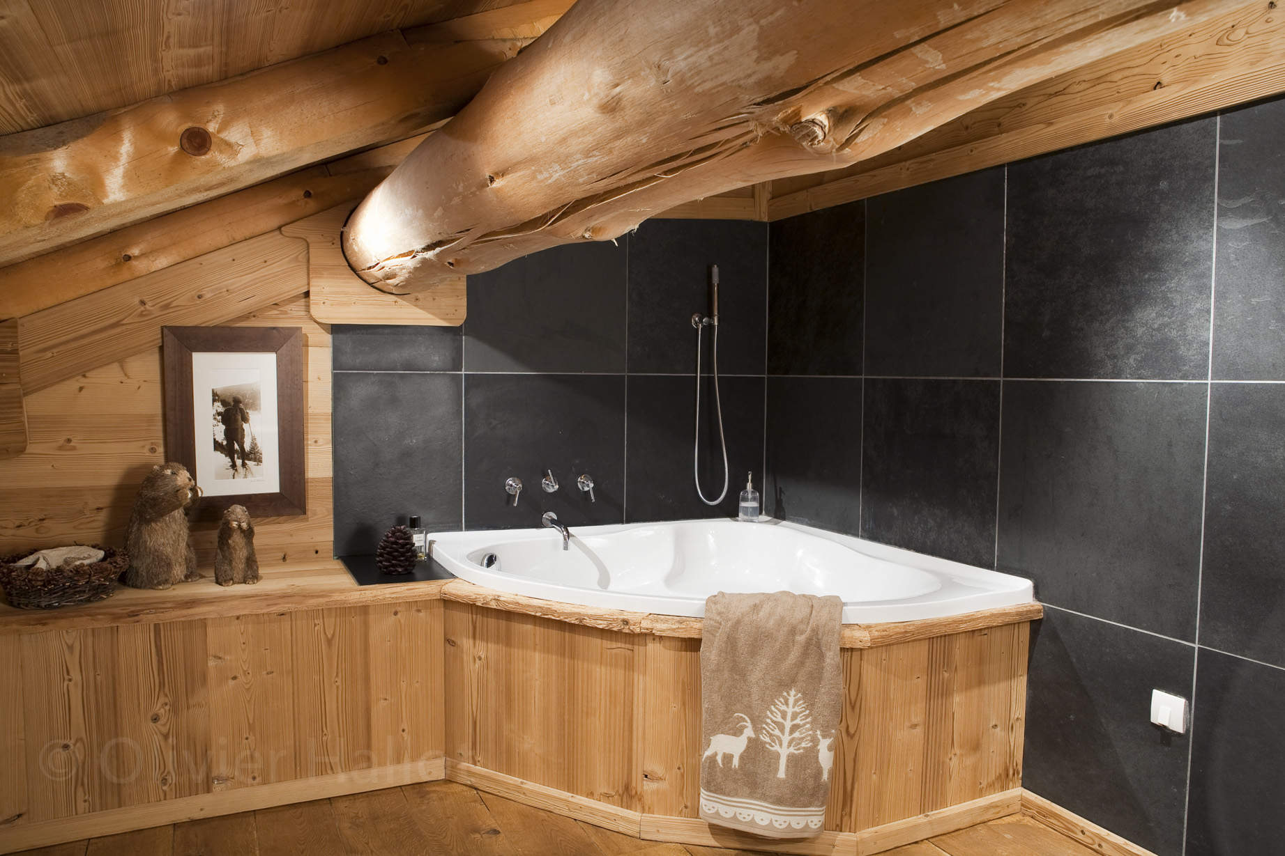 d coration salle de bain chalet. Black Bedroom Furniture Sets. Home Design Ideas